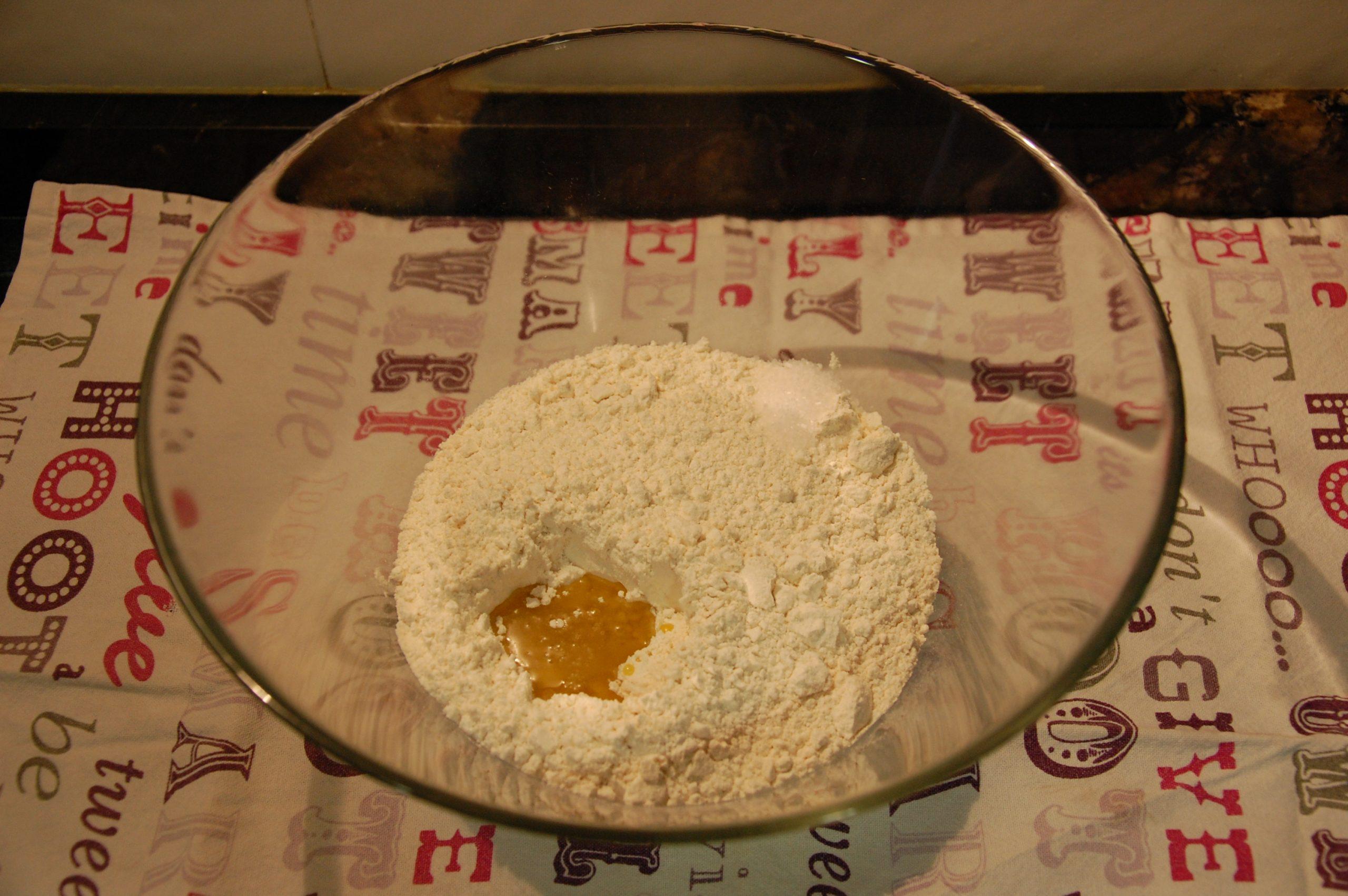 Harina, aceite y sal.