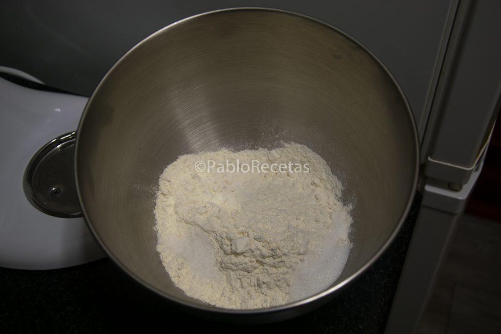 Harina, azúcar y sal.