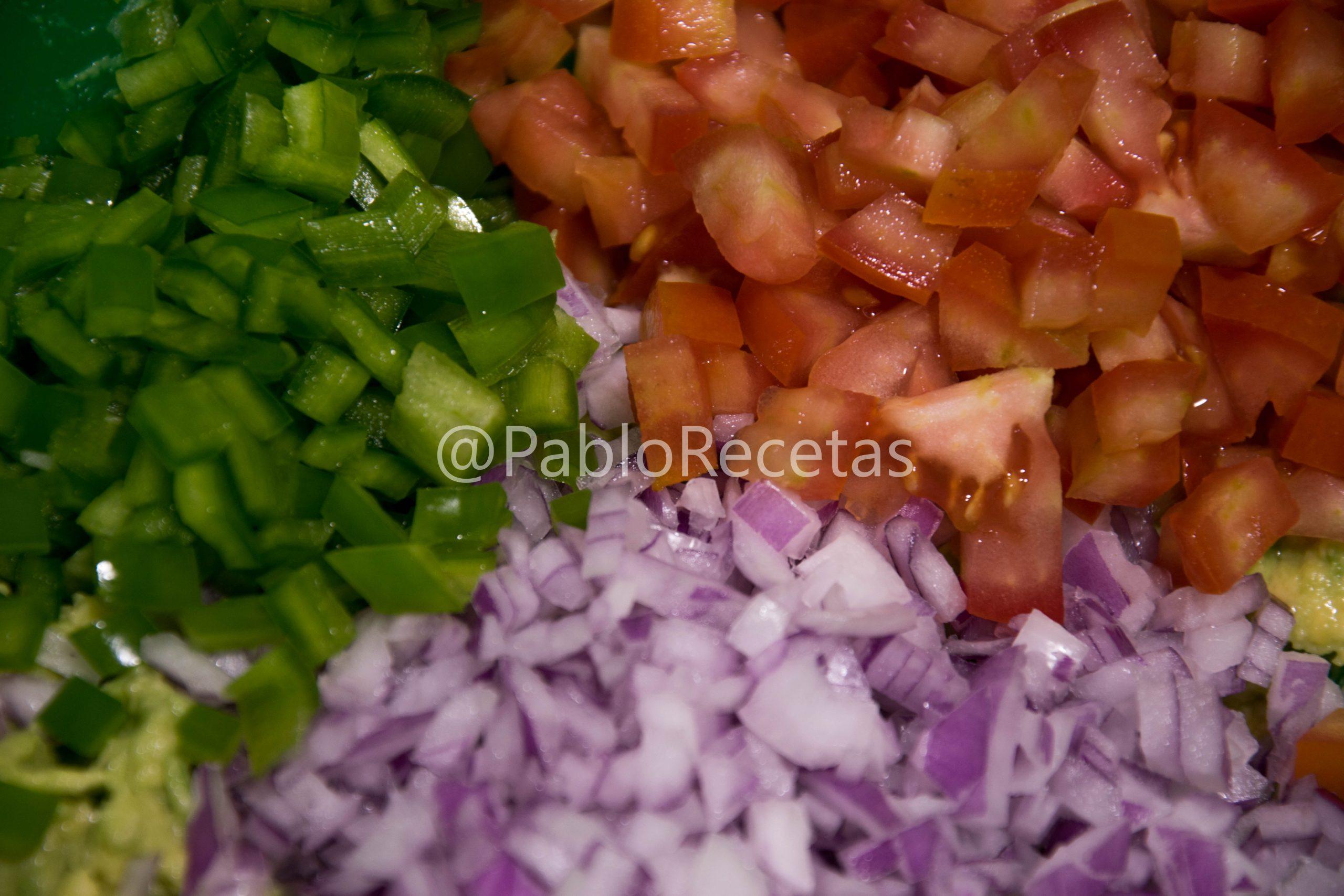 Pimiento, tomate y cebolla.