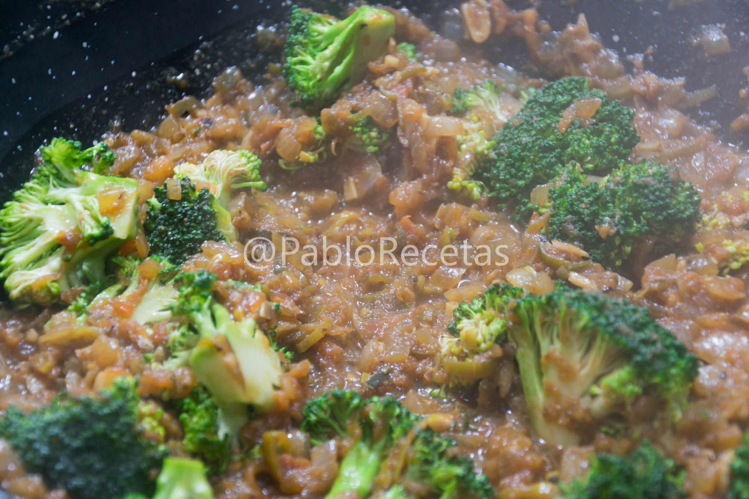 Añadiendo brocoli.