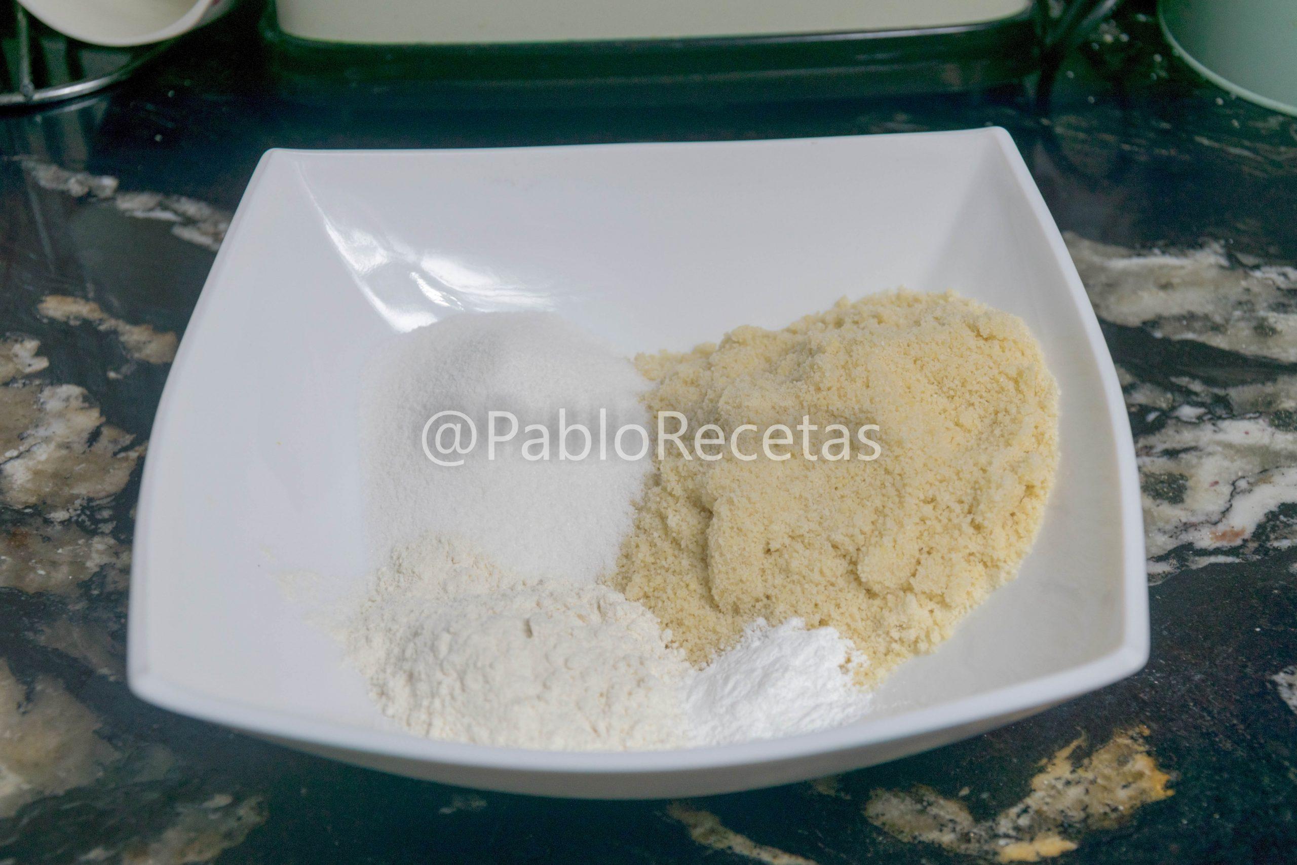 Mezclar los ingredientes secos.